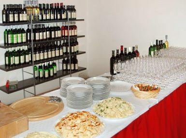Navštívte vinotéku a ochutnajte skalické víno