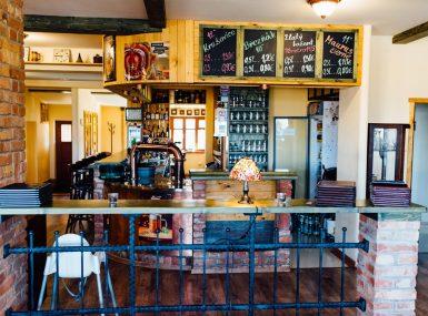 Na bare čakajú kvalitné origiálne destiláty a whiskey.