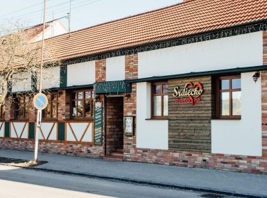Reštauráciu Srdiečko nájde nás oproti autobusovej stanici v Skalici