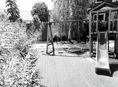 Vďaka detskému kútiku v uzavretej záhrade reštaurácie Srdiečko sa môžu deti do sýtosti vyšantiť pod Vašim dohľadom